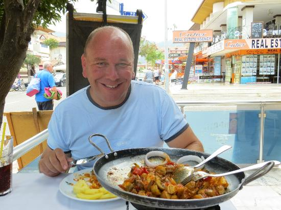 Mandalin Resturant: Turkish Iron Pan plus one happy man!