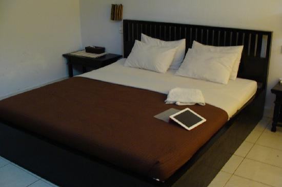 Pendawa Hotel: Bed
