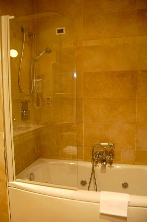 Hotel California Florence: shower/tub
