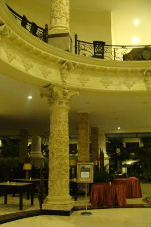 The Grand Palace Hotel Yogyakarta: Hotel main hall