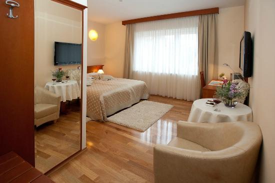 Royal Suites: Spacious rooms