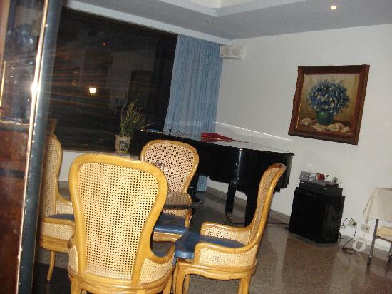 Hotel Caravel Sorrento: piano lounge
