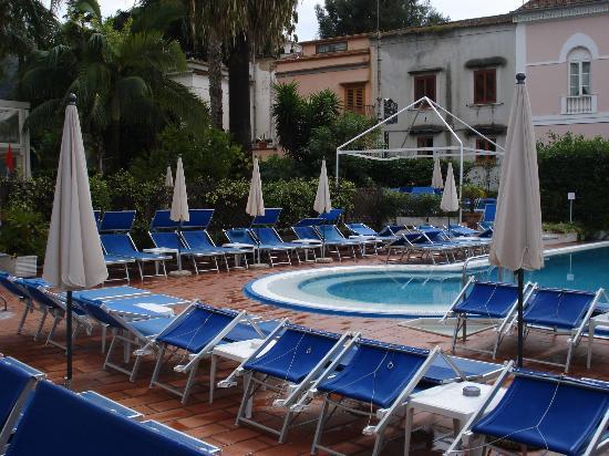 Hotel Caravel Sorrento: pool area