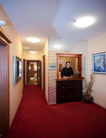Royal Suites: Reception