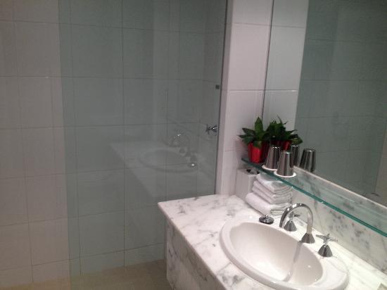 โรงแรมเมลเบิร์นมาริออท: Premier delux bathroom
