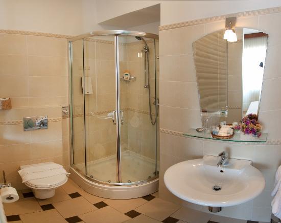 Royal Suites: Spacious bathroom