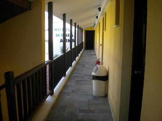 Maria Anna Hotel: The second floor external corridor leading to the rooms