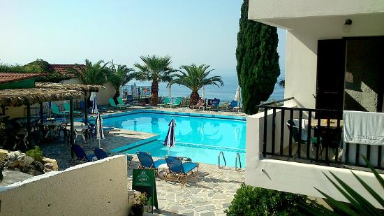 Maria Anna Hotel: The pool area and bar at the Maria Anna, with the balcony of the few inland view rooms