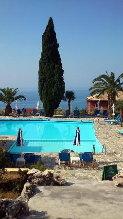 Maria Anna Hotel: The pool and bar area of the Maria Anna