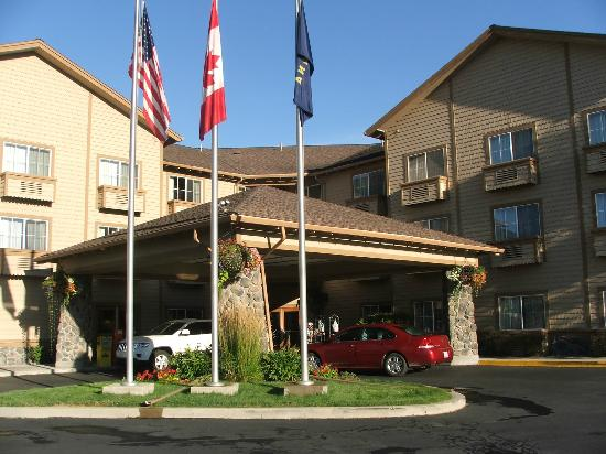 Best Western Rocky Mountain Lodge : entrance to hotel