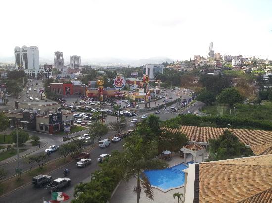 Clarion Hotel Real Tegucigalpa: Iniciando un nuevo dia desde mi habitación en el Clarión