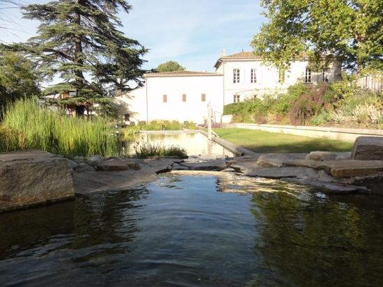 Le Relais de Franc Mayne: lounging by the pool