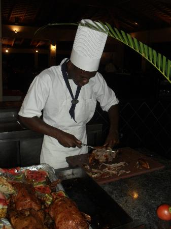 ‪‪Caribe Club Princess Beach Resort & Spa‬: Evening meals being carved up