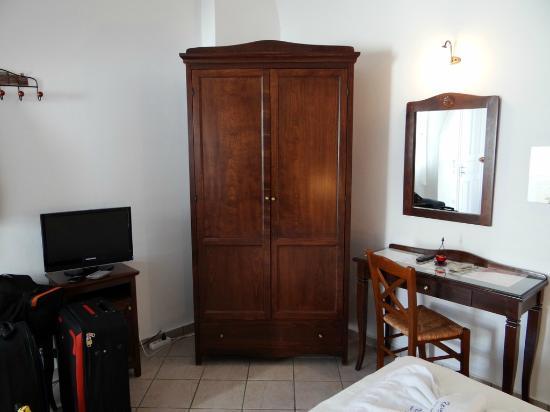 Reverie Santorini Hotel: room