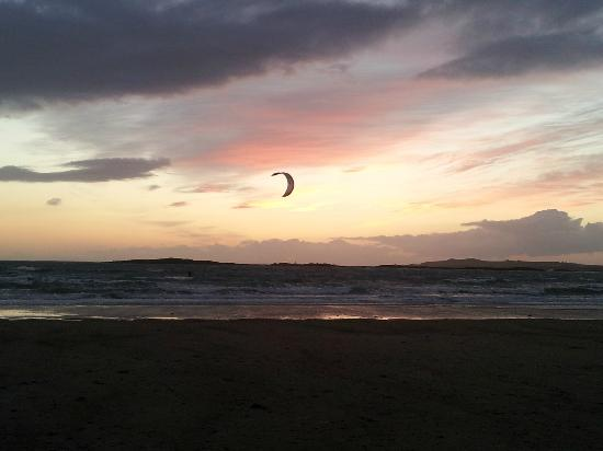 Ambleside Bed and Breakfast: lone kite surfer Rhosneigr