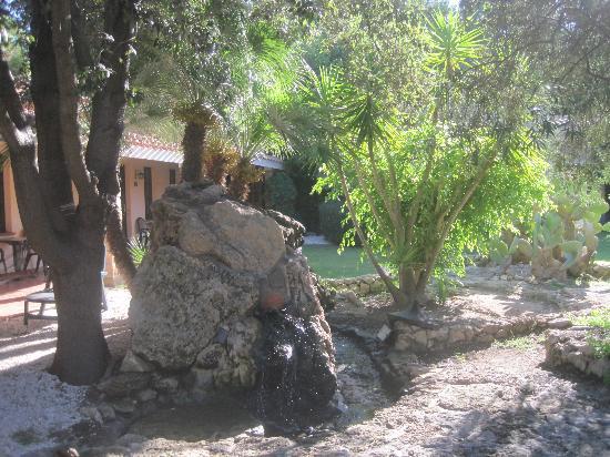 Hotel Sa Pedrera: particolare del giardino
