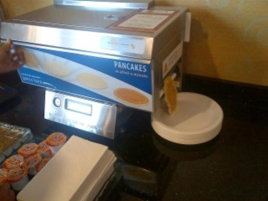 BEST WESTERN PLUS High Sierra Hotel: Their pancake making machine... not very tasty though