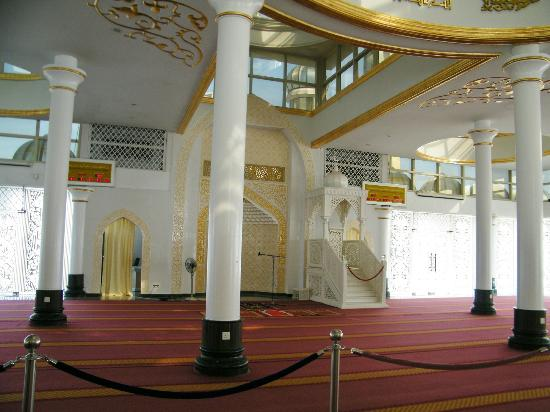 Crystal Mosque: Area inside you can look around