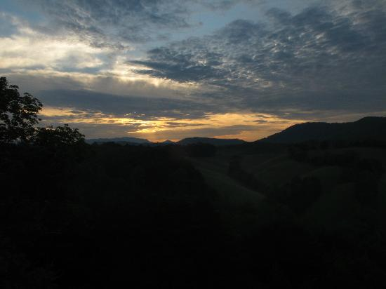 Berry Springs Lodge: Sunrise from Balcony
