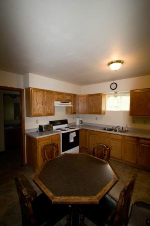 Glacier Bed & Breakfast & Log Cabins: Kitchen