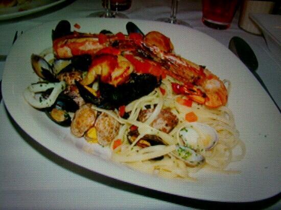Via Cassia : Linguines aux fruits de mer.Juste delicieux!