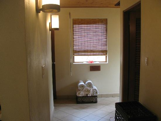 Rosewood Little Dix Bay: Spa, shower room
