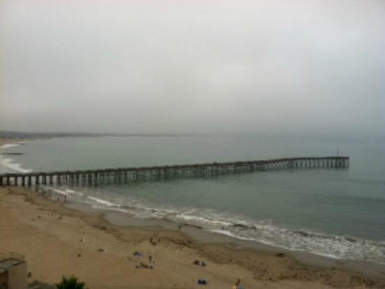 Crowne Plaza Ventura Beach: Ventura Pier Sunday morning from our room