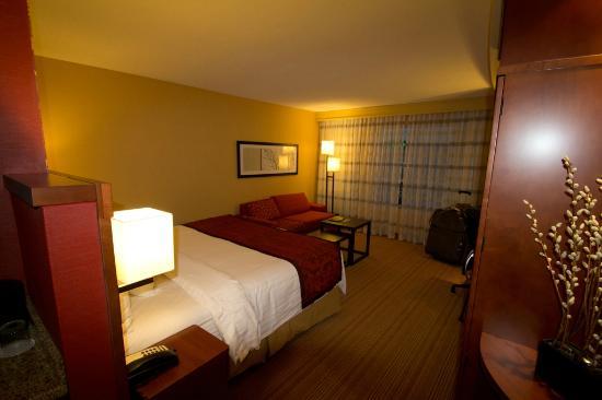 Courtyard Calgary Airport: Room