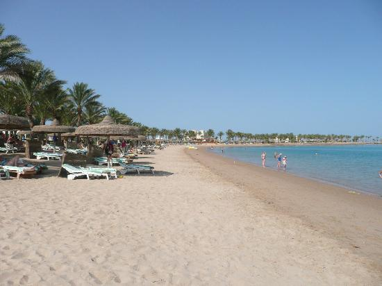 SENTIDO Palm Royale Soma Bay: The beach.