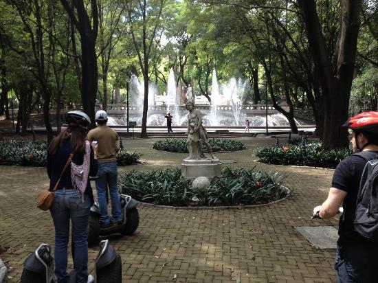 Sobre Ruedas Segway Tours: Chapultepec park