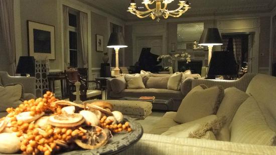 Glenmere Mansion: Gran salon con piano