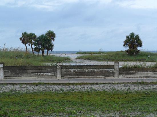 Arvilla Resort Motel Treasure Island: view of beach from motel 