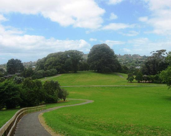 TSB Bank Wallace Arts Centre : Monte Cecelia Park - excellent pavements around the perimeter of park