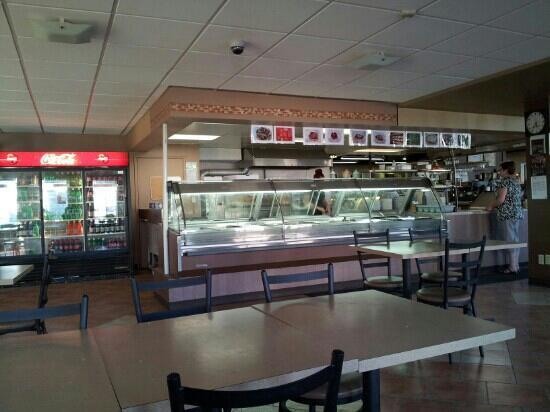 Saccomano's Pizza Pasta & Deli: cafeteria style counter