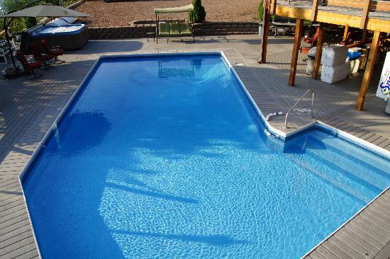 Victor and Dawna's Hells Canyon Resort: Large Saltwater Heated Pool