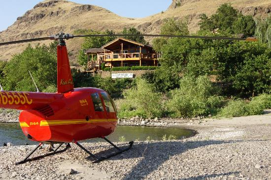 Victor and Dawna's Hells Canyon Resort: River View of Resort and Helicopter Tours