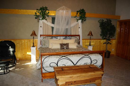 Victor and Dawna's Hells Canyon Resort: Honeymoon Suite