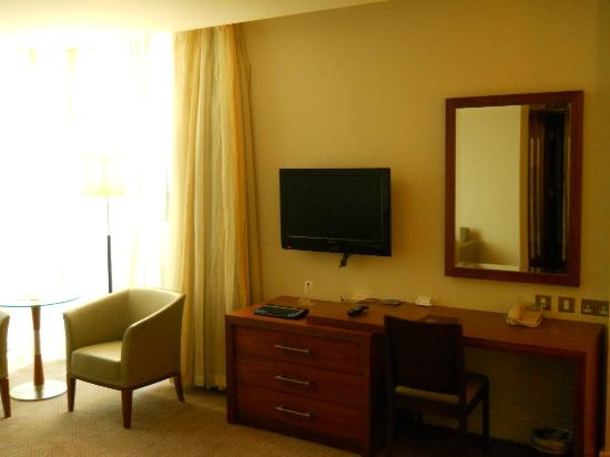 Sheraton Athlone: room/TV 2