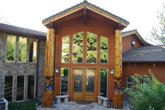 Victor and Dawna's Hells Canyon Resort: Amazing Front Resort Entrance