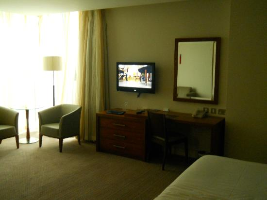 Sheraton Athlone: room/TV
