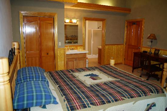 Victor and Dawna's Hells Canyon Resort: Guest Room