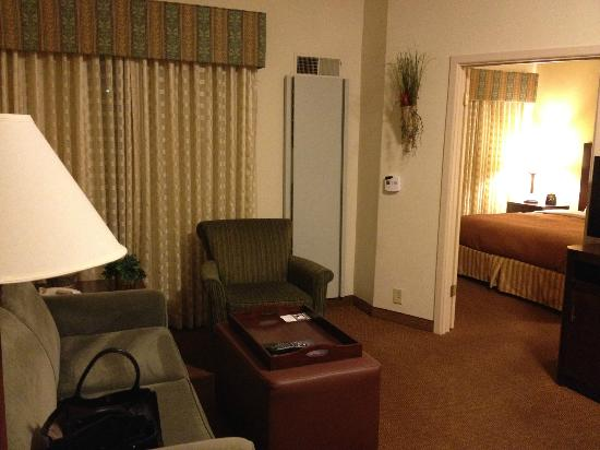 Homewood Suites by Hilton Austin South: sitting + bedroom