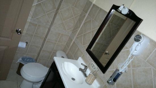 Hotel Eskalima: Baño