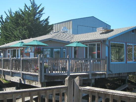 Schooner Inn Cafe: Great spot for a sunny day especially!