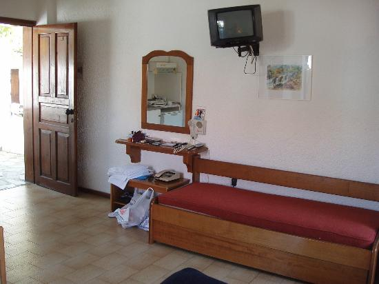 Golden Beach Hotel: Our Studio bedroom