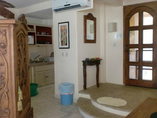 Hotel Los Suenos: entry with kitchen