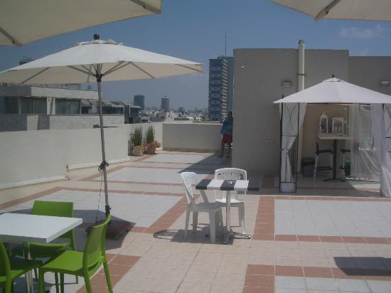 The Maxim Hotel: Roof terrace facing the city
