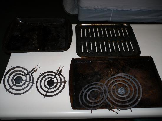 Extended Stay America - Indianapolis - Northwest - College Park: found the other burners in the oven with some really grimy pans, gross.