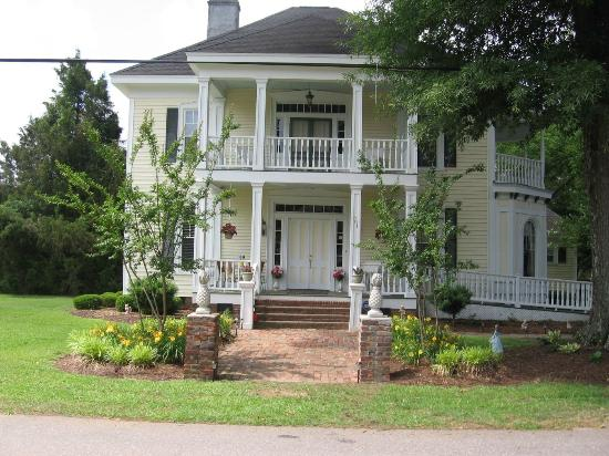Isabella's Bed and Breakfast: Front House View