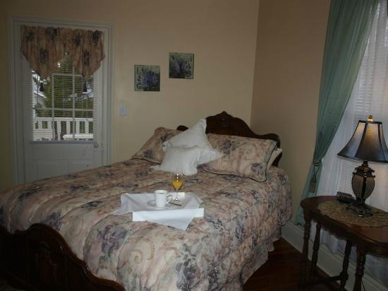 Johnston, SC: Isabella Suite-Bedroom